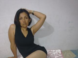 AngelaSexyMadura